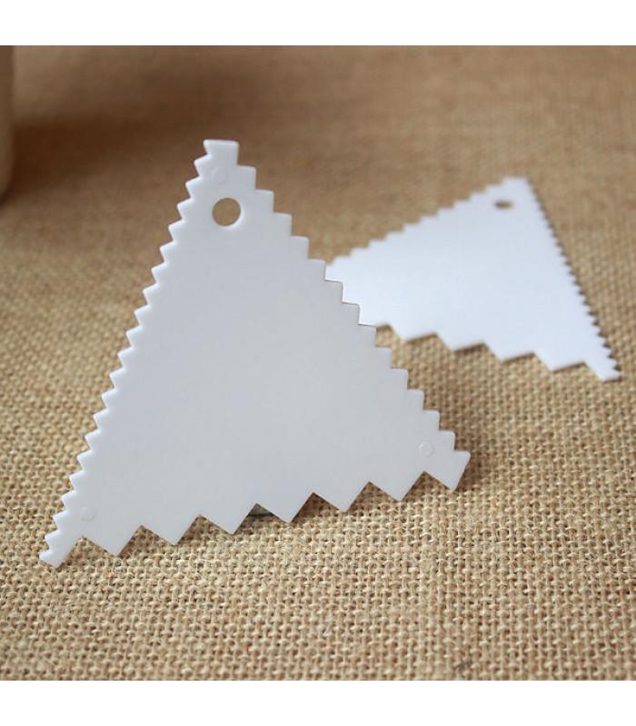 Шпатель - скребок кондитерский зубчатый (треугольный) №2